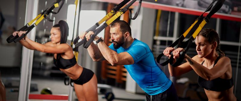 crossfit_fit people in crossfit gym
